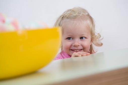 孩子的笑容与智商有关系 笑得早智商高