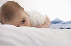 15个月大宝宝重度铅中毒 疑因爱咬喷漆玩具所致