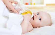 宝宝不肯用奶瓶怎么办 12高招可尝试