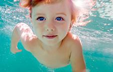 注意:室内游泳易导致婴儿患哮喘