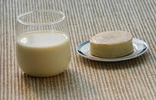 担心液态奶有毒 幼儿园改喝豆浆