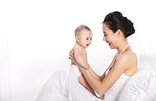 谨记:新生儿痤疮不宜过度清洁
