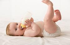 常识:初生婴儿喂牛奶易导致糖尿病
