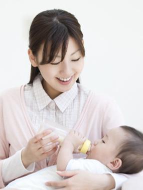 【专家说】宝宝每次喝奶量是多少