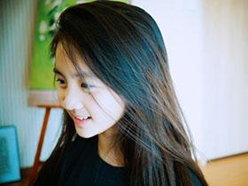黄磊爱女近照曝光 黄多多长发及腰越来越美