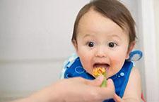 这6个信号告诉你,宝宝要添加辅食啦!很多父母不知道
