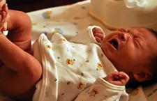 这样用尿不湿可把宝宝给害苦了,有些钱真的一定要舍得花!
