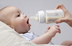 母乳不足 怎样让宝宝舒服的喝配方奶粉
