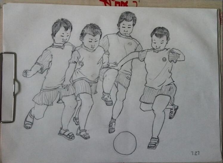 让我们一起踢足球_起跑线儿童画