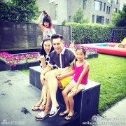钟丽缇携女儿们为张伦硕庆生