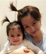 梁咏琪和女儿梳同款辫