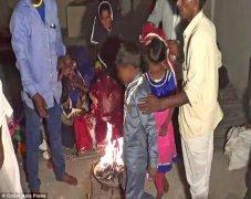 印度童婚 11岁男童和5岁女童举行婚礼
