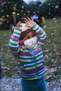 美医院人工降雪为病童制造惊喜