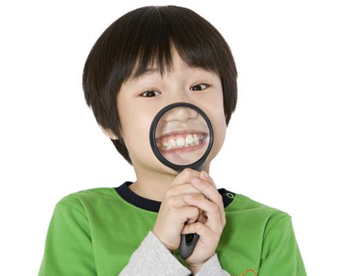 小孩氟斑牙的症状