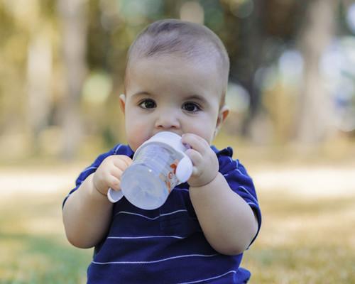 宝宝打预防针后发烧的原因