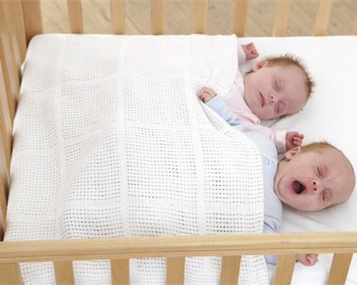 宝宝睡觉摇头正常吗