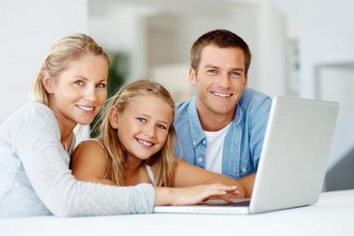 儿童学习电脑  集教育与娱乐于一身