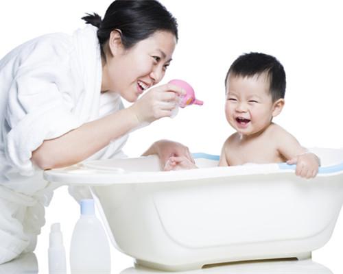 怎么给婴儿洗澡