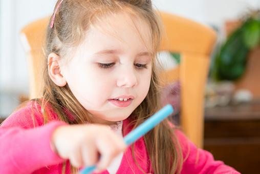 儿童性格内向怎样教育