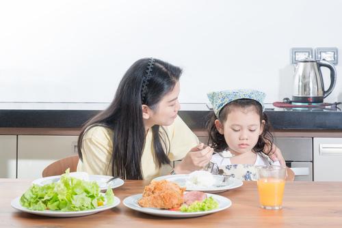 如何防治小儿厌食症 冷饮和甜食要节制