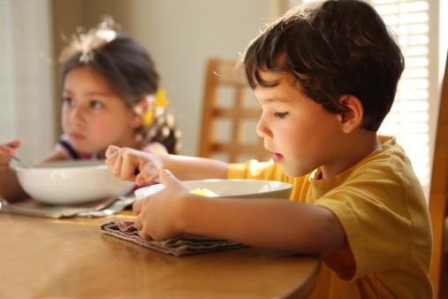 如何培养婴幼儿饮食习惯