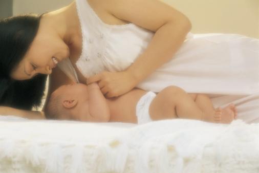 母乳喂养的姿势
