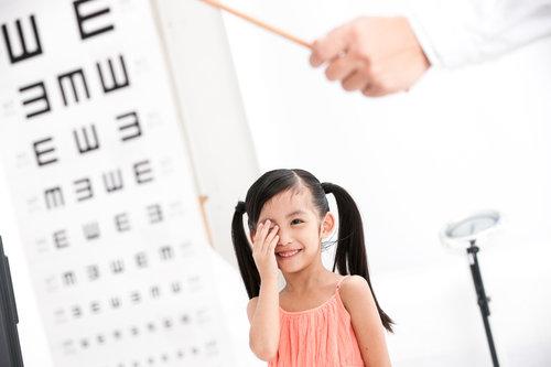 儿童近视眼有哪些症状