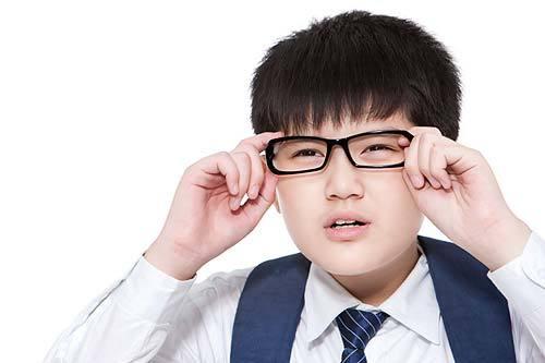 儿童近视眼有哪些症状 告诉你四大症状