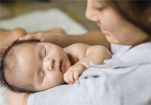 婴儿抚触护理的注意事项