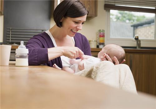 奶粉分段越细越好吗  宝宝面临频繁转奶的困扰