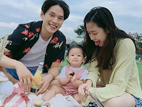 韩国小夫妻和女儿的日常