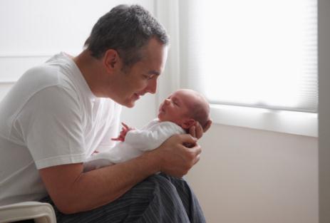 新生儿游戏的做法多 新爸新妈快来学