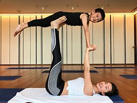 李冰冰带外甥练瑜伽