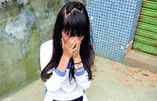 校园暴力频现 安徽初中女生厕所遭连扇耳光下跪