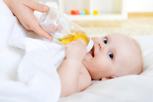 什么叫厌奶期 这些表现你的宝宝中招了吗