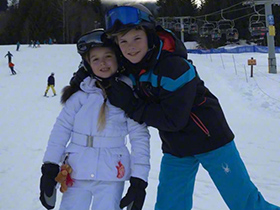 小贝滑雪跟紧爱女小七