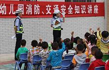 开学之际 交警走进幼