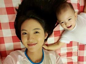 张梓琳女儿月牙眼笑容