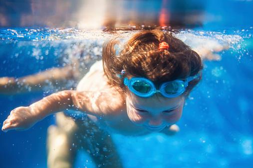 育儿知识早知道 新生儿游泳的六大好处