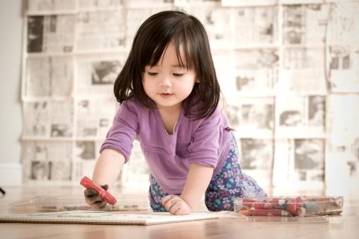 解决宝宝边吃边玩的坏习惯 记住三个小妙招