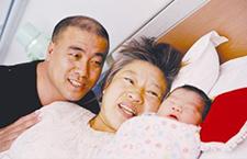 52岁高龄产妇绝经后怀孕 剖宫产诞下男婴