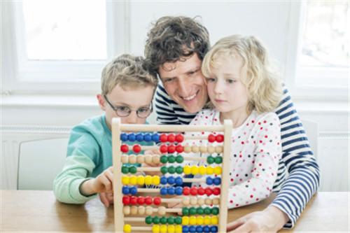 如何培养孩子的数学智能 三类游戏玩起来