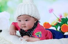 四个月宝宝不会翻身怎么办 帮助宝宝练习翻身