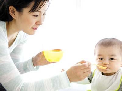 宝宝添加辅食后,还需要吃母乳或是奶粉吗 你知道吗