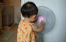 宝宝用电扇最好对墙吹 家长们做对了吗