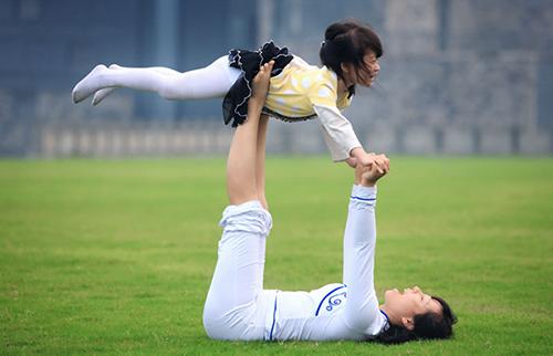 亲子瑜伽对宝宝好处多多