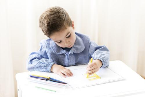 左撇子的孩子具有不同常人的创造力 你信吗