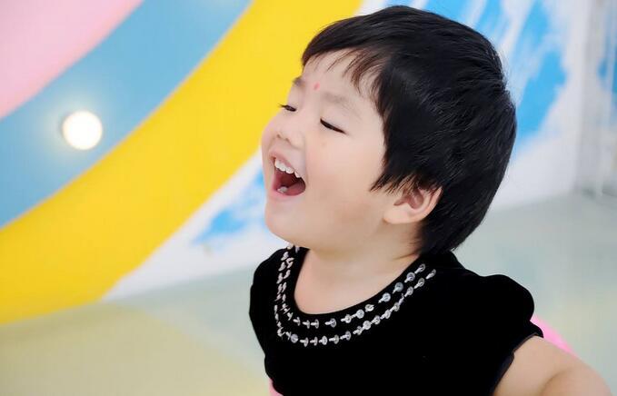 儿童患氟斑牙的三个诱因 宝妈怎么看
