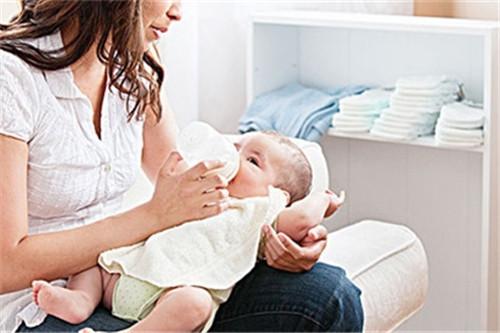 如何充分利用好哺乳假 轻轻松松母乳宝