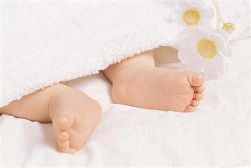 新手爸妈多好奇 新生儿为什么都是扁平足